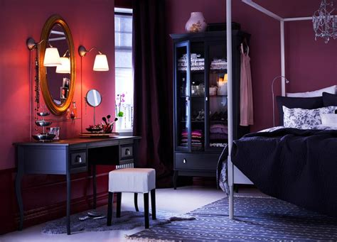 Black And Purple Bedroom Decor Utilizing Of Black And