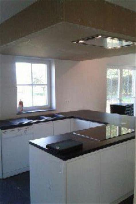 caisson hotte cuisine montage cuisines équipées caissons de hotte resserrages plafonds cuisines équipées