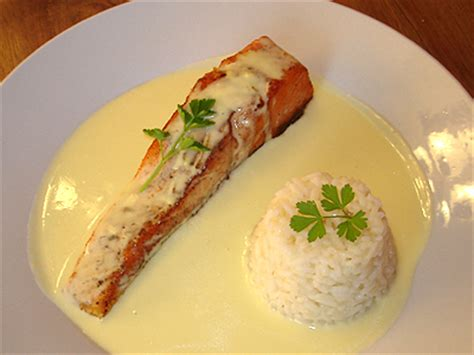 cuisiner pavé de saumon poele recette sauce hollandaise pour poisson