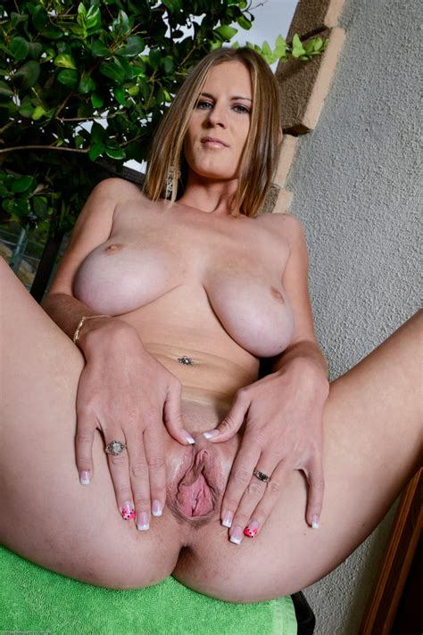 Olivia Blu Spreading Pussy Rodman