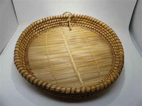 After thrift shopping for hanging wall baskets, this is what i ended up with. Vintage Woven Tobacco Gathering Basket 19 Inch Round Primitive Farmhouse Rustic in 2020 | Rustic ...