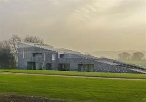 Das Flint House In Englands Nebliger Landschaft  Au U00dfergew U00f6hnlich  Mystisch  Inspirierend In 2020