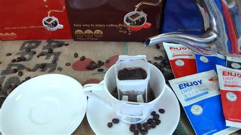 Brew coffee in much the same way as chemex and v60 hand drip, but just the drip bag coffee made with caffeinated love in pukekohe, nz. 濾掛式咖啡沖泡方式 How to Brew Drip Bag Coffee - YouTube