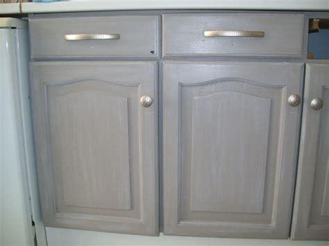 repeindre meuble cuisine bois repeindre un meuble vernis en bois 3 table rabattable
