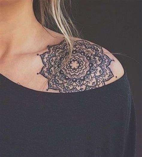 tatouage mandala epaule homme