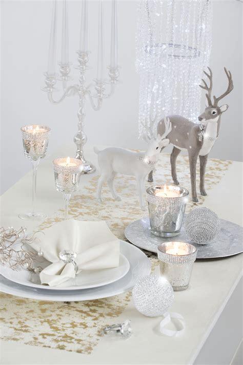Weihnachtlich Gedeckter Tisch by Gedeckter Weihnachtstisch Mit Silberakzenten Silber