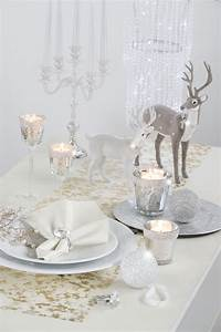 Tischdeko Weihnachten Silber : gedeckter weihnachtstisch mit silberakzenten silber tisch weihnachten christmas time ~ Watch28wear.com Haus und Dekorationen