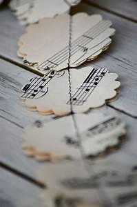 Alte Notenblätter Zum Basteln : alte noten papier girlande von melissajillbarber auf etsy b cher zeitung papier ~ Markanthonyermac.com Haus und Dekorationen