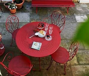Salon De Jardin En Fer : salon de jardin en fer forg tr s cher chez fermob gros cadeaux de mariage pinterest ~ Teatrodelosmanantiales.com Idées de Décoration
