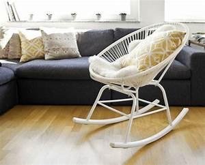 Chaise A Bascule Blanche : chaises scandinaves blanches interesting chaise scandinave blanche lot de with chaises ~ Teatrodelosmanantiales.com Idées de Décoration