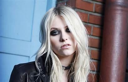 Taylor Reckless Pretty Momsen Hair Singer Pose