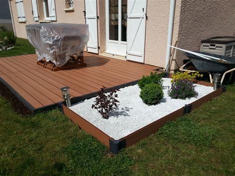 comment poser un carrelage sur plots comment poser une terrasse en bois composite lames castorama blooma sur lambourdes et plots