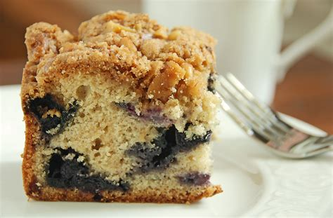 I first fell in love with this cake years ago when i was younger and my mother made it for us. Blueberry Crumb Cake