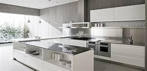 Decoration cuisine moderne blanche for Deco cuisine avec chaise contemporaine blanche