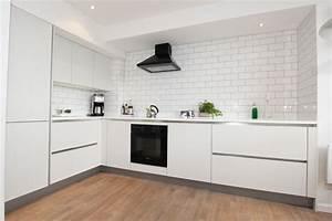 L-Shaped matt white kitchen - Modern - Kitchen - london