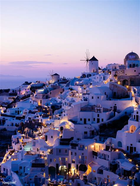 Night view of Oia traditional cave houses in Santorini ...