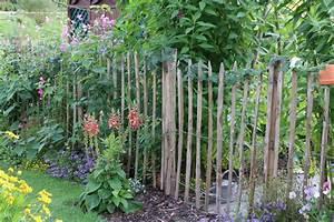 Kleiner Zaun Für Beet : pflanzen und blumen im bauerngarten pflanzplan ideen zum bepflanzen ~ Buech-reservation.com Haus und Dekorationen