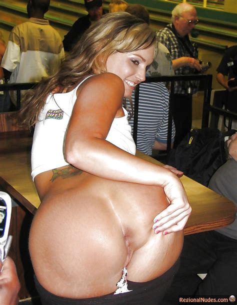 Beautiful Italian Slut Bending Over Spreading Ass In Restaurant Regional Nude Women Photos