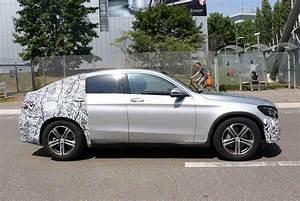 Mercedes Glc Coupe Hybrid : mercedes benz glc coupe spied with minimal camo ~ Voncanada.com Idées de Décoration