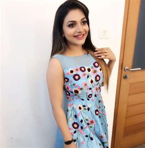 Popular Malayalam Singer Rimi Tomy To Get Divorced After ...