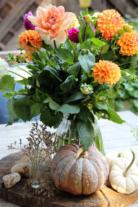 Herbst Dekoration Kaufen by Dahlienstrau 223 Blumenstrau 223 Blumen Auf Dem Tisch Tisch