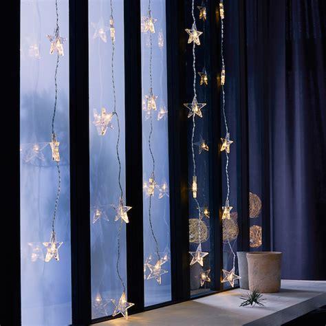 Weihnachtsdeko Fenster Led Vorhang by 1001 Ideen F 252 R Bezaubernde Fensterdeko Zu Weihnachten