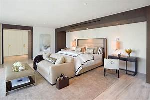 13 chairs for master bedrooms with photo examples for Sofa at foot of bed