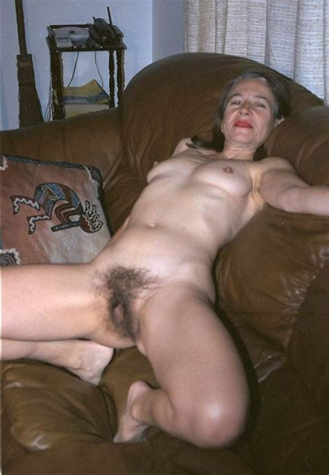 Hairy Amateur Granny Showing Off Pichunter