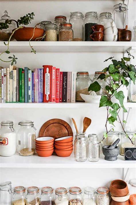 rangements cuisine idée décoration cuisine avec rangements ouverts