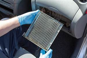 Quand Changer Filtre A Air : dirty cabin air filter for car stock image image of pollen replace 95973461 ~ Medecine-chirurgie-esthetiques.com Avis de Voitures