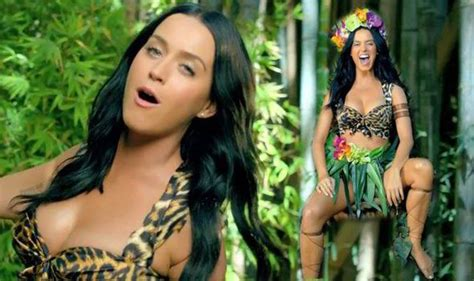 videos hot de musica jungle queen katy perry looks hot in leopard print in