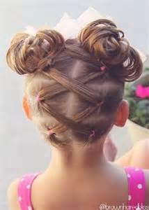 coupe de cheveux fillette les 25 meilleures idées de la catégorie coiffure enfant sur coiffures faciles enfant