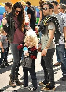 Like father, like son! Punk rocker Pete Wentz and son ...