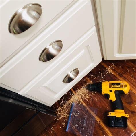 Kitchen Cabinet Hardware Minneapolis by Install Kitchen Cabinet Hardware In Minneapolis The
