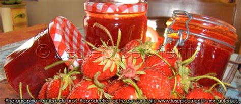 confiture de fraises maison confitures de fraises maison en 2 versions l 233 g 232 re ou traditionnelle le march 233 ext 233 rieur by