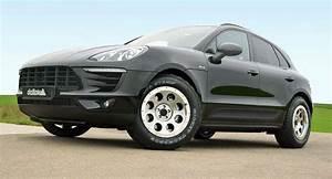 4x4 Porsche Macan : porsche macan with off road wheels and tires looks awful carscoops ~ Medecine-chirurgie-esthetiques.com Avis de Voitures