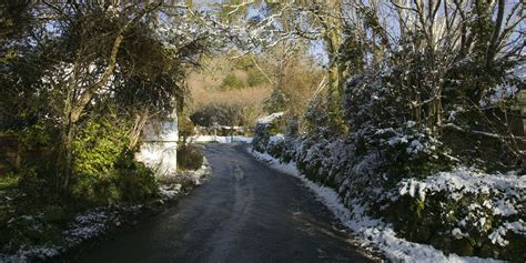 7 essential safety tips for driving on country lanes in winter