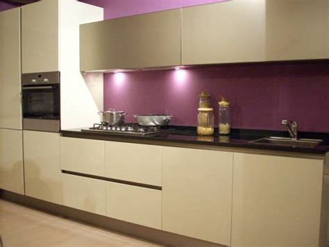 couleur mur de cuisine cuisine couleur aubergine inspirations violettes en 71 idées