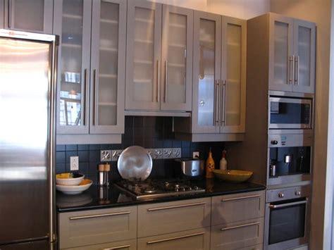 r駭ovation d armoires de cuisine rénovation de cuisine armoire en chêne pointe diamant photo 2 pictures to pin on