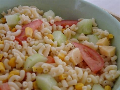 recettes de salades de pates recette de salade de p 226 tes froides aux crudit 233 s la recette facile