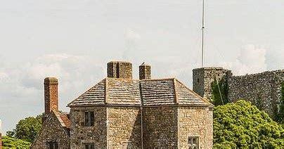 si鑒e auto castle carisbrooke castle newport uk destinations planet