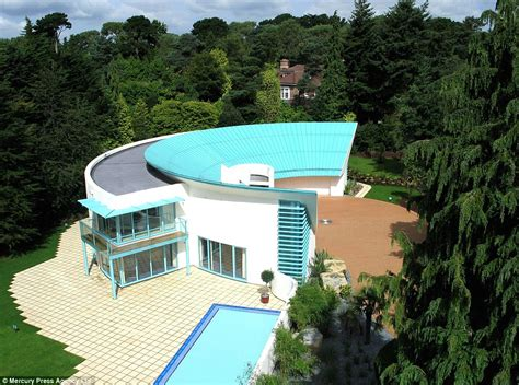 tracy 39 s home building thunderbirds house based on tracy island goes on sale for
