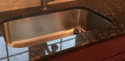 tan brown granite counter top   broken seam