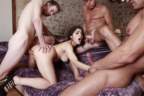 Valentina Nappi Gets Tag Teamed By Three Big Cocks 2 Of 2