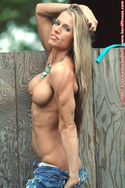 002  Porn Pic From Blonde Muscle Milf Showing Her