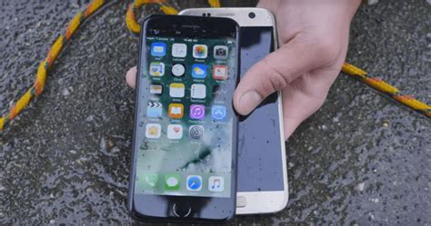 iphone water test iphone 7 has better waterproofing than samsung galaxy s7