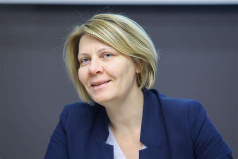 Veselības ministrijas valsts sekretāre Daina Mūrmane-Umbraško pazemināta amatā - Neatkarīgā