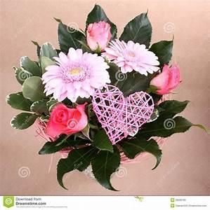Beau Bouquet De Fleur : beau bouquet de fleur avec le coeur et les roses image ~ Dallasstarsshop.com Idées de Décoration