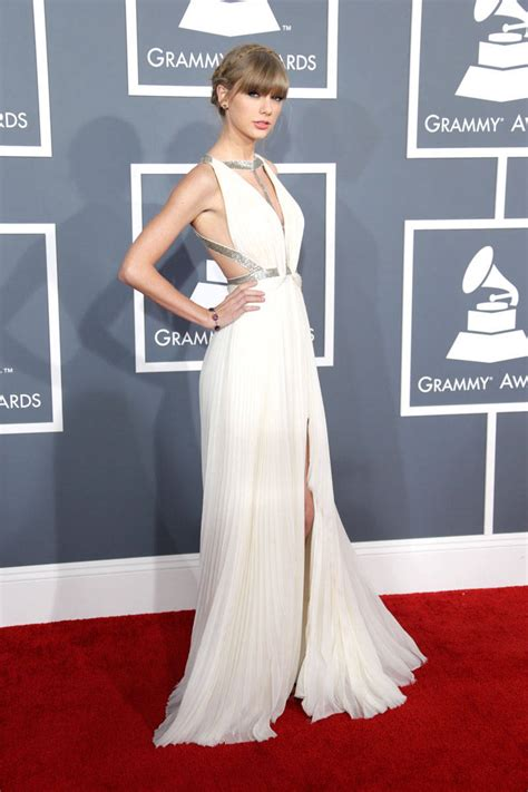 grammy awards  red carpet fashion  beauty grammy awards dresses  makeup