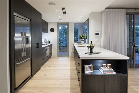 choosing   cabinet handles   modern kitchen